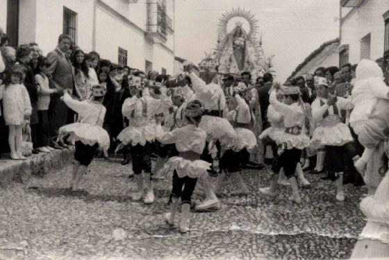 700px-Proc-danza2